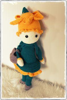 Crochet Daffodil flower doll Nancy made by Sara - crochet pattern by Zabbez