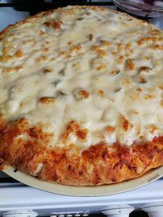 Három féle pizza: sajttal töltött-, tejfölös alapú-, és full erős erős alappal! - Ketkes.com Cheese, Recipes, Food, Recipies, Essen, Meals, Ripped Recipes, Yemek, Cooking Recipes