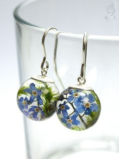 Forget-me-not – romantic flower earrings with real blue forget-me-not blossoms and moss made of resin, 925 sterling silver cap and hooks   ///// © Isabell Kiefhaber www.geschmeideunterteck.de