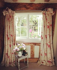 English Cottage Interiors, English Country Cottages, English Cottage Style, English Cottage Bedrooms, English Living Rooms, English Village, French Interiors, Country Cottage Bedroom, Cottage Living Rooms