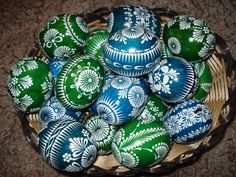 vosk Christmas Bulbs, Christmas Crafts, Christmas Decorations, Easter Gift, Easter Crafts, Easter Egg Pattern, Easter Egg Designs, Ukrainian Easter Eggs, Easter Colors