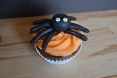 Cupcake araignée halloween - idée recette halloween gâteau et pâtisserie