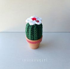 cosicasraquel: Cactus de Crochet - Tres Patrones Gratuitos !!! Crochet Gratis, Free Crochet, Free Pattern, Christmas Decorations, Presents, Sewing, Knitting, Flowers, Lana