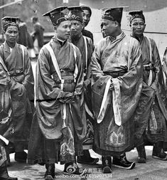 Nguyen Dynasty Old Pictures, Old Photos, Malayan Emergency, Vietnamese Clothing, Boxer Rebellion, Culture Clothing, Vietnam History, South Vietnam, Indochine