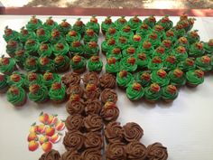 My awesome cousin @Debbie Arruda Arruda Parsons made this for our family reunion #cupcakes