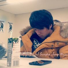 Sungha Jung and His Smartphone