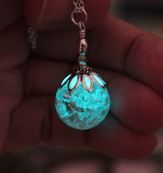 I had the idea to make this pendant with a beautiful clear cracked crystal. I added a flower bead cap on top with a touch of phosphorescent that make