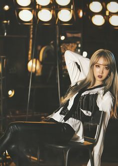 Moonbyul / Super edited, but I like her outfit a lot