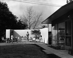 Early Prefab Housing: The Vultee House, designed by Edward Larrabee Barnes and Henry Dreyfuss, in San Diego, California, 1947.