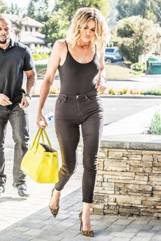 Braless Khloe Kardashian shows off perky assets in a flimsy top - Hot to trot: The reality star looked slimmer than ever as she paraded her tone… - Kendall Jenner Outfits, Kylie Jenner, Look Fashion, Teen Fashion, Fashion Outfits, Fashion Ideas, Estilo Khloe Kardashian, Khloe Kardashian Fitness, Kardashian Fashion