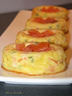 Smoked salmon flans with Lolo chives and Tambouille - Metarnews Sites High Protein Breakfast, Breakfast On The Go, Chutney, Brunch, Quick Appetizers, Twice Baked Potatoes, Quiche Recipes, Eat Smart, Smoked Salmon