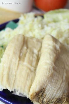 Blend Tomatillos with Serrano Peppers and Garlic to create a green sauce that packs a punch when combined with chicken, and encapsulated in these yummy tamales. Tomatillo Chicken, Chicken Tamales, Roasted Tomatillo, Mexican Food Recipes, Real Food Recipes, Cooking Recipes, Yummy Food, Mexican Dishes, Drink Recipes