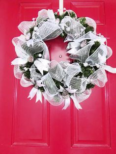 Love this silver & white Christmas Wreath.