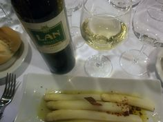 LAN Blanco 2012 con Espárragos frescos con vinagreta de jamón.