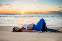 Pose idea for maternity beach photos