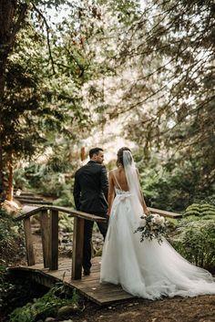 Enchanting backyard wedding portrait | Image by Kaoverii Silva #weddingphotoinspiration #weddingphotoideas #weddingportrait #couple #cutecouple #coupleportrait #groomstyle #weddingceremony #forestweddinginspo #weddingdecor #backyardwedding #bride #groom #weddingdress #bridalbouquet