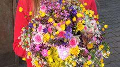 Ein Muttertagsstrauß aus einem Mix gekaufter und gepflückter Blumen (Nadine Weckardt) - ARD-Buffet :: Kreativ