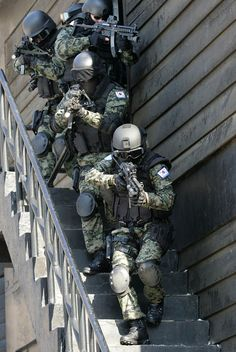 Military Gear, Military Police, Military Weapons, Airsoft, Special Operations Command, Military Special Forces, Sun Tzu, Special Ops, Military Pictures