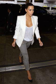 la modella mafia Kim Kardashian street style in Balmain rocking a blazer with moto skinny jeans and pumps 2 Look Kim Kardashian, Kim Kardashian Wedding, Kardashian Photos, Kim Kardashian Blazer, Look Fashion, Trendy Fashion, Le Style Du Jenner, Casual Chique, Jeanne Damas
