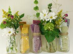 Mason jar décor epitomizes the farm-fresh style in wedding and home décor.