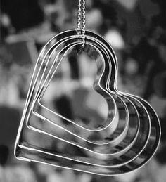 Alguém disse... Quanto mais você encher o seu coração de amor... mais você encherá sua vida de felicidade.  Meme
