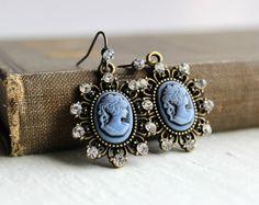 Les boucles d'oreilles romantique parsemées de cristal bleu camée or Antique - bijoux d'inspiration victorienne - Downton Abbey