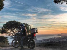 いいね!113件、コメント3件 ― Adventure Rider 🏍さん(@tiger.expedition)のInstagramアカウント: 「#Barcelona under my feet 🌇😎 · #cataluña #view #sky #sunset #puestadesol #atardecer #clouds #triumph…」
