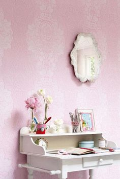 Love this wallpaper and just the girlie-ness of it all!