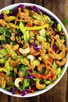 Thai Cashew Chopped Salad with a Ginger Peanut Sauce (sub peanut butter with another nut butter and omit edamame to make paleo) Clean Eating, Healthy Eating, Vegetarian Recipes, Cooking Recipes, Healthy Recipes, Easy Recipes, Avocado Recipes, Cooking Tips, Ensalada Thai