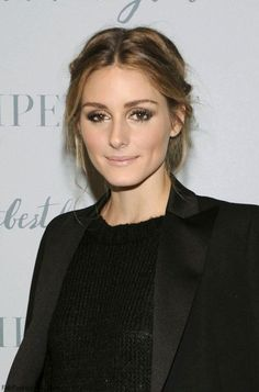 Gorgeous Olivia Palermo with soft brown smokey eyes and radiant skin at the Piperlime Holiday Party held in New York (December 2014). #oliviapalermo