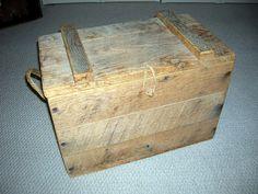 Homemade trunk from scrap pallet wood. Pallette Furniture, Diy Furniture Decor, Furniture Projects, Wooden Projects, Pallet Projects, Fun Projects, Pallet Ideas, Pallet Crafts, Pallet Art
