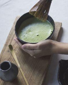 Tea Ceremony Japan, Japanese Tea Ceremony, Japanese Matcha Tea, Matcha Green Tea, Matcha Whisk, Tea Display, Tea Culture, Green Tea Powder, Tea Sandwiches