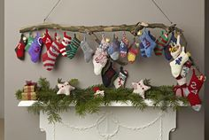 I love this random little knitted socks Advent calendar over the mantle ~ Adventskalender met gebreide sokken Noel Christmas, All Things Christmas, Christmas Stockings, Xmas, Christmas Ornaments, Mini Stockings, Christmas Countdown, Advent Calenders, Advent