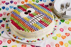 Mit diesem gestreiften Monster sind Sie auf jeder Geburtstagsparty der Hit: Denn dieses farbenfrohe Backwerk bringt Kinderaugen bestimmt zum Staunen und...