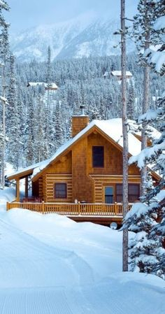 70 Fantastic Small Log Cabin Homes Design Ideas 28 farmhouse How To Build A Log Cabin, Small Log Cabin, Log Cabin Kits, Little Cabin, Log Cabin Homes, Log Cabins, Plan Chalet, Log Home Decorating, Cabin In The Woods