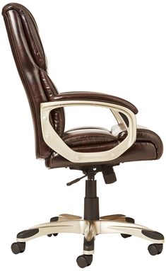 Comfortable executive chair upholstered in bonded brown leather and PVC. Bungalow Homes, Christmas Decorations For The Home, Executive Chair, Small Apartment Decorating, Desk Chair, Upholstered Chairs, Rustic Furniture, Bean Bag Chair, Brown Leather