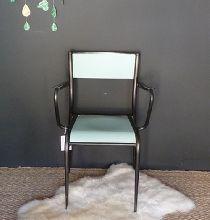 chaise de bureau d'écolier en métal et bois Peinture Little Greene, Bleu Pastel, Decoration, Vintage Shops, Chair, Furniture, Home Decor, Retro Chic, Retro Design