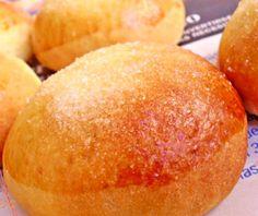 Pan dulce con aroma a naranja, entre un pan y un bollo con textura delicada y un sabor irresistible. Te contamos el paso a paso de esta dulce receta.