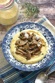 Polenta, Meals Without Meat, Hummus, Ethnic Recipes, Food, Dinner, Diet, Hungarian Recipes, Stew