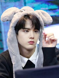 Younghoon | the boyz ♥ New Boyz, Kim Young, Taehyung, All About Kpop, Fandom, Star Awards, Shall We Dance, Daily Pictures, Pop Singers