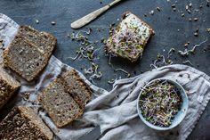Zitny chleb z kvasku. Yami Yami, Sourdough Bread, Kitchenette, Bread Baking, Palak Paneer, How To Dry Basil, Food And Drink, Herbs, Vegan