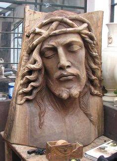 Large Christ wood carved sculpture in progress - wood carving studio in San Antonio de Ibarra, Ecuador Tree Carving, Wood Carving Art, Wood Carvings, Catholic Art, Religious Art, Art Sculpture, Sculptures, Wood Creations, Wooden Art