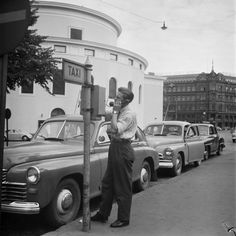 In a taxi driver's job outfit were allowed to take off the jacket and hat in a heat weather. The taxi driver stanchion of the Swedish Theatre. Helsinki Markkula, Eero photographer / Finnish Museum of Photography / Alma Media / New Finnish Collection History Of Finland, Taxi Driver, Iconic Women, Historical Pictures, Helsinki, Historian, Real People, Time Travel, Old Photos