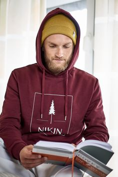 I must admit, at the moment I just love to read!📖 ⠀⠀⠀⠀⠀⠀⠀⠀⠀⠀ #nikinclothing #treebytree #nikinplantingtrees #switzerland #bookworm #bücherwurm #treeanie #treeanies #beanies #treehoodie #book #readabook #polylana #polylanafiber #outdoors #getoutside #ecological #sustainability #fashion #streetfashion #streetwear Beanies, Just Love, Book Worms, Switzerland, Sustainability, Books To Read, Streetwear, Outdoors, Street Style