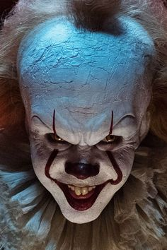 Bill Skarsgard, Stephen King, It, Es, Pennywise - Entertainment Gruseliger Clown, Es Der Clown, Creepy Clown, Horror Movie Characters, Horror Movies, Arte Horror, Horror Art, Clown Tattoo, Horror Themes