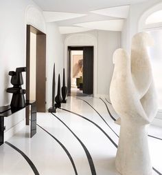 Curvy interior The sculptures and lines on the floor create a sensation of movement Pic stephanjulliard Design damienlangloismeurinne_studio Loft Interior, Studio Interior, French Interior, Luxury Interior, Interior Architecture, Interior And Exterior, Luxury Furniture, Floor Design, Home Design