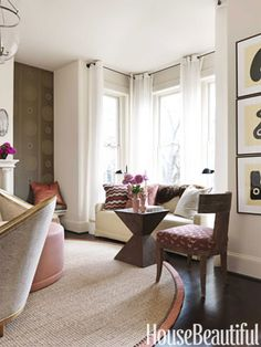 Great window seat in living room by Barry Dixon as seen in House Beautiful Home Decor Bedroom, Living Room Decor, Bay Window Curtains, Window Seats, Room Window, Corner Curtains, Long Curtains, Bay Window Treatments, Brown House