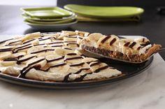 Vous aimez les biscuits aux brisures de chocolat? Vous adorerez ce dessert où les bananes s'empilent sur une croûte de style pizza, faite de pâte à biscuit aux brisures de chocolat.