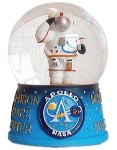 NASA USA Austronaut Snowglobe Made with quality craftsmenship
