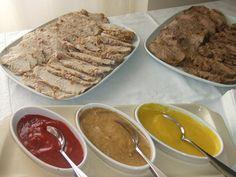 Tres salsas para acompañar carnes asadas Ver receta: http://www.mis-recetas.org/recetas/show/37013-tres-salsas-para-acompanar-carnes-asadas